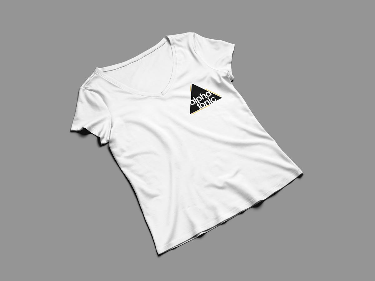 Mockup maglietta bianca degli Alpha Tonic