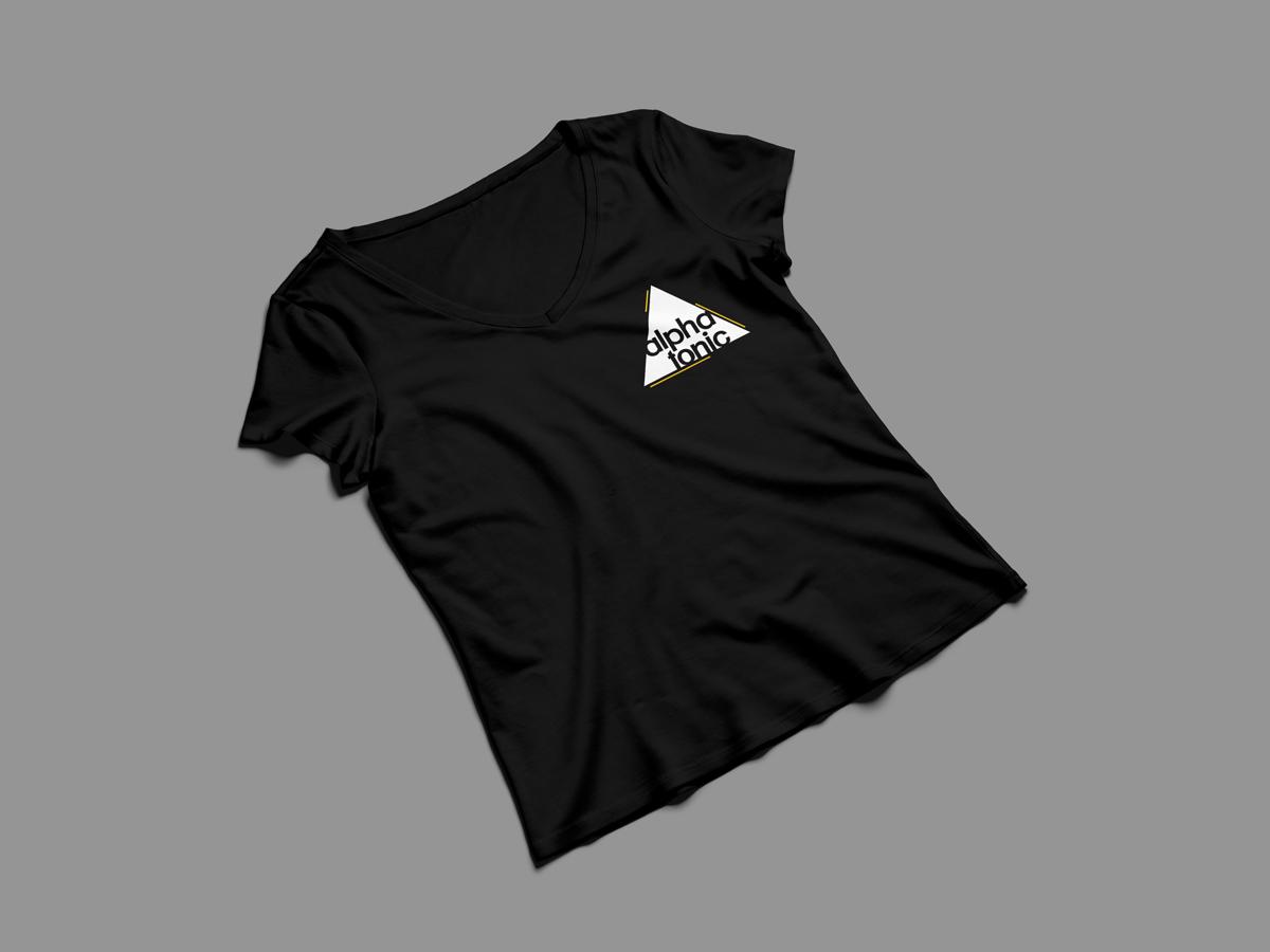 Mockup della maglietta nera degli Alpha Tonic